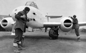 tn_Gloster Meteor F III - 33